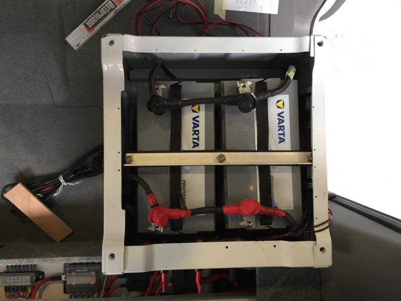 Batterien-unter-Beifahrersitz-1