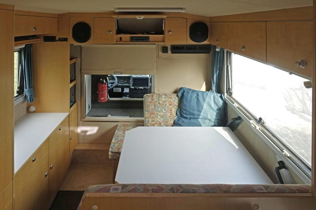 Bucher Duro 6x6 Reisemobil Blick Sitzgruppe Durchstieg