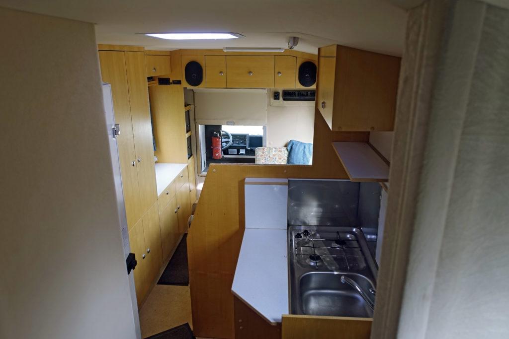 Bucher Duro 6x6 Reisemobil Blick aus Stockbett nach vorne