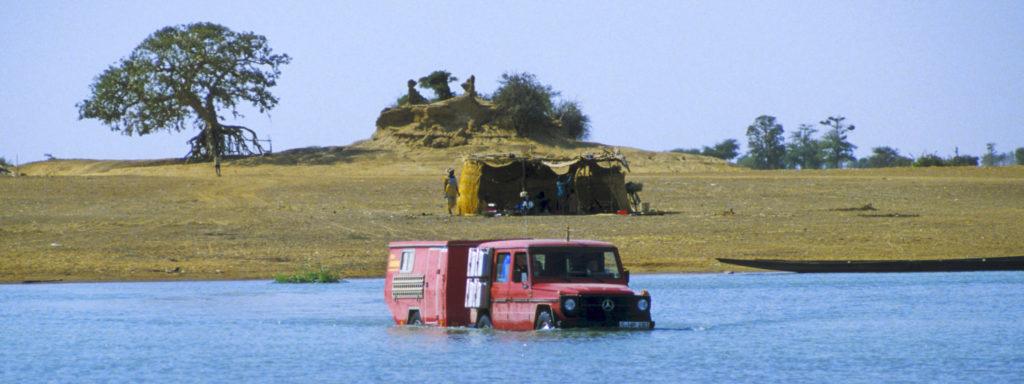 300GD Globedriver Geländewohnanhänger durch den Niger bei Mopti in Mali